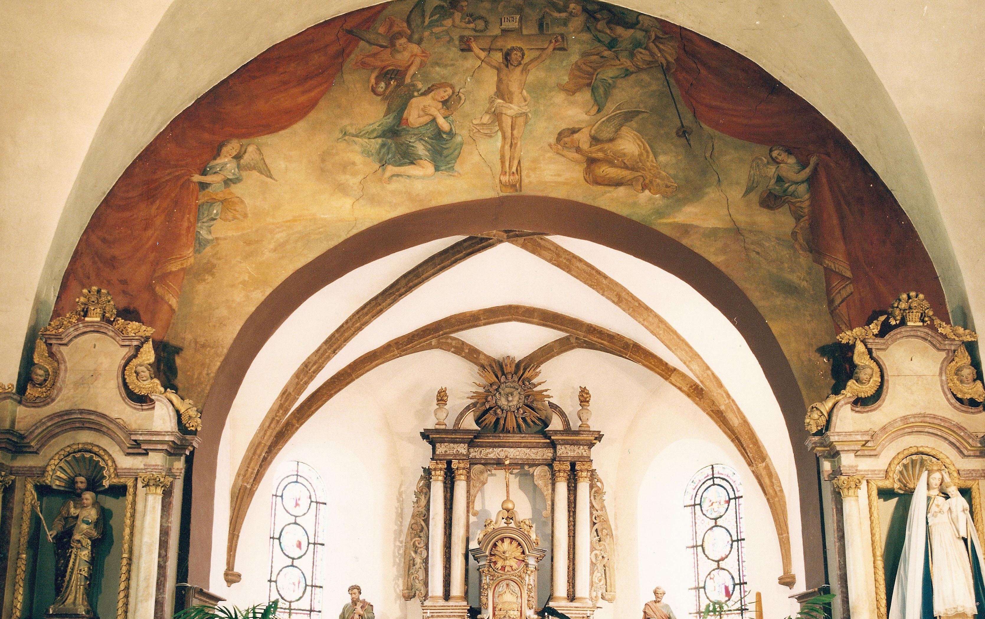 Crucifixion en gloire - Peinture sur l'arc du choeur - Eglise Saint-Pierre à Izel